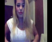 Mariana Diarco y su striptease por twitcam